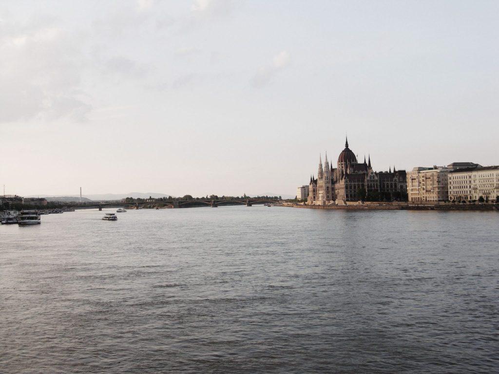 Budapest, Blick auf das Parlamentsgebäude.