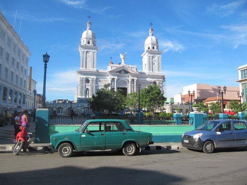 Der Parque Céspedes, dem Ziel des Umzugs am Feuerfest in Santiago de Cuba