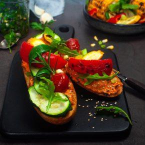 Rezept: Gegrilltes Baguette mit Paprika-Sesam-Aufstrich 2