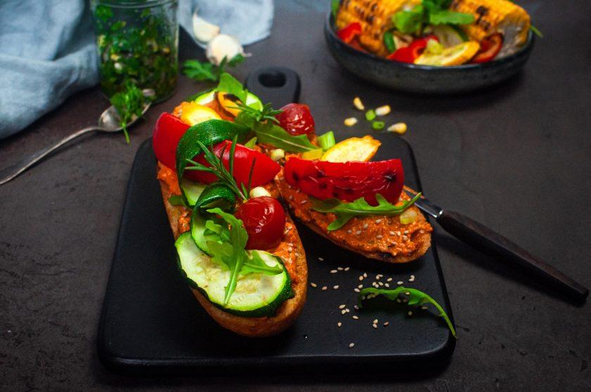 Rezept: Gegrilltes Baguette mit Paprika-Sesam-Aufstrich 14